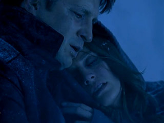 Castle and Beckett keep each other warm in Setup Nathan Fillion Stana Katic